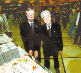 Frederick Lowy cutting the cake at the Rector's Reception